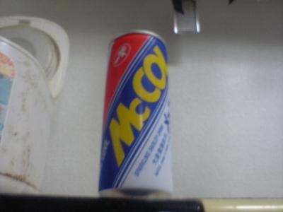 メッコールである。名前は聞いたことがあっても実物を見たことはないという人も少なくないかも知れない。この写真では見えないが、韓国原産の飲料らしく、裏側には  ...